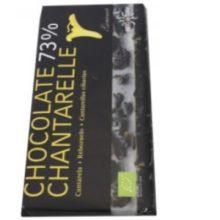 Para la elaboración de este chocolate, en Hifas da Terra hemos seleccionado el mejor chocolate negro ecológico (73% de cacao) de elaboración artesana para combinar con las setas que cultivamos de forma ecológica bajo nuestros bosques.