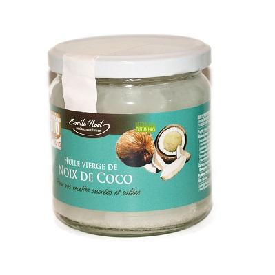 Aceite Biológico de Nuez de Coco Emile Noel es un aceite 100% virgen de Coco Bio extraído de la primera presión en frío de la pulpa fresca de la nuez de coco aportando una gran proporción del ácido láurico (49%) , un ácido graso de cadena media presente en la leche materna. Ideal para dar un toque exótico y sano a sus recetas, ensaladas y dulces